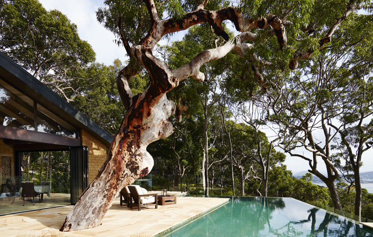 Infinity pool at Pretty Beach House on the Bouddi Peninsula, New South Wales